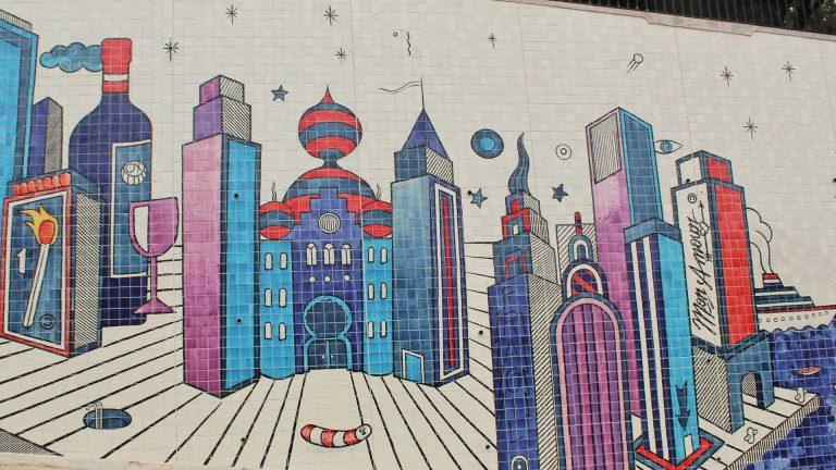Grande mural de azulejos de André Saraiva
