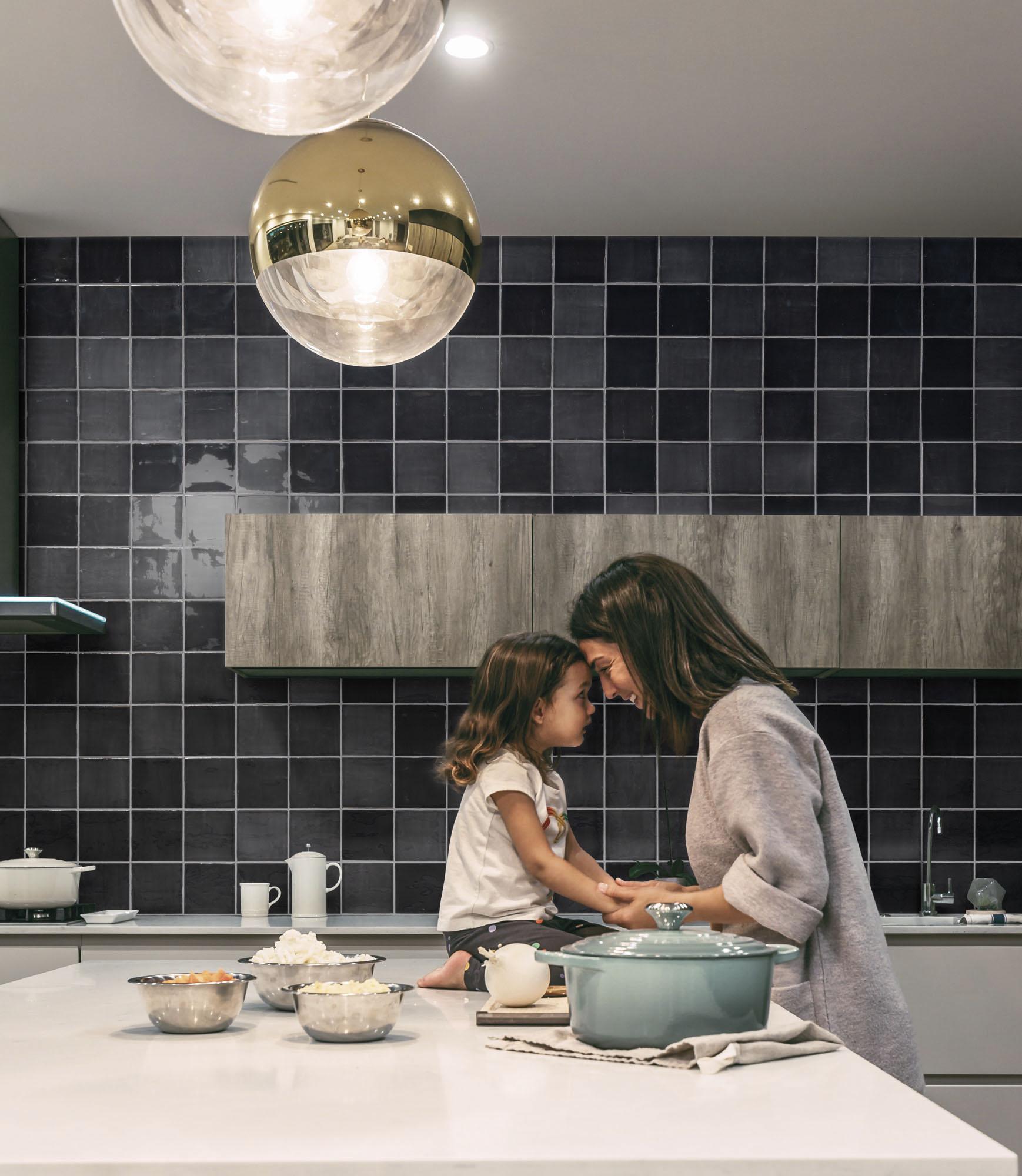 New Zellige Charcoal_Cozinha amb