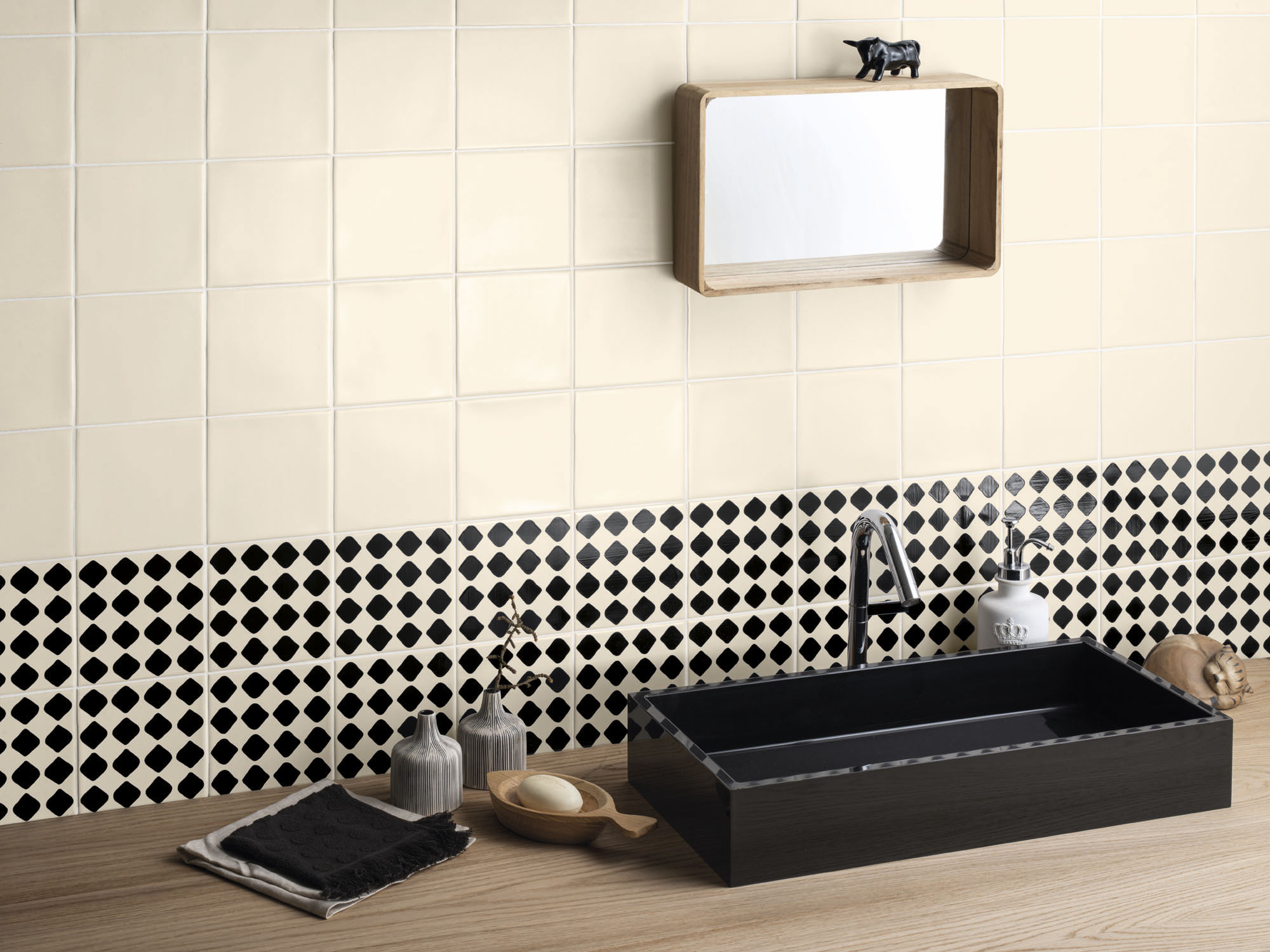 Black-Code-Dots-WC-amb